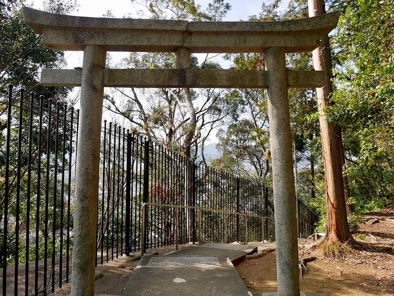 増井神社へ続く階段入り口