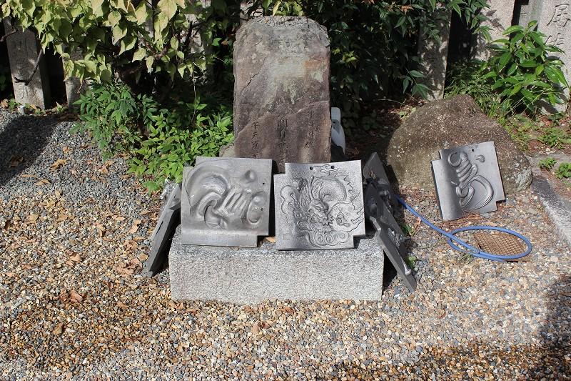京都 金剛寺(八坂庚申堂) 瓦と石碑