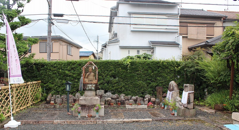 京都 勝龍寺 弥勒菩薩座像と地蔵群