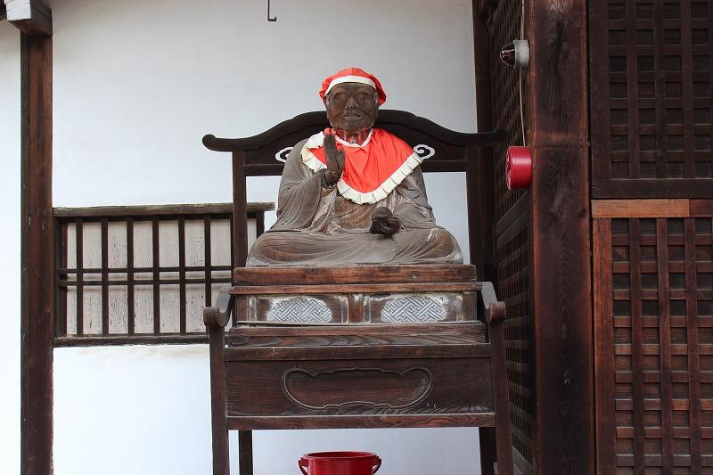 廬山寺 赤い帽子の像