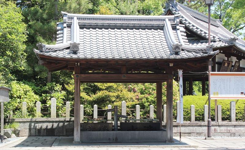 京都 城南宮 菊水若水(手水舎)